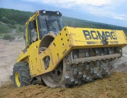 Взять в аренду каток катка Bomag BW226 DH-4