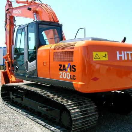 Дешевая аренда экскаватора Hitachi ZX200LC с ковшом